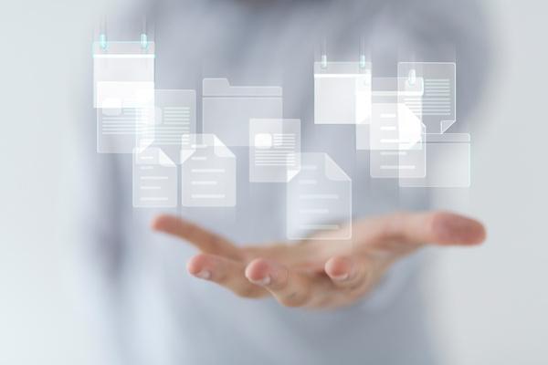営業マンの頭の中の情報をデータベース化