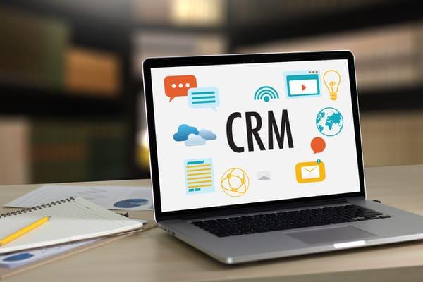 CRMはどのような企業が導入しているのか?