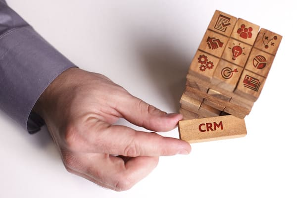 CRM(顧客管理)システム12選を徹底比較!<br>導入ツールに迷ったときに読むコラム